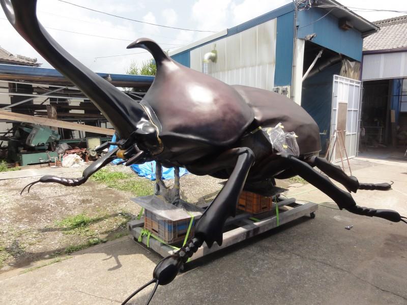 巨大なカブトムシの展示造形