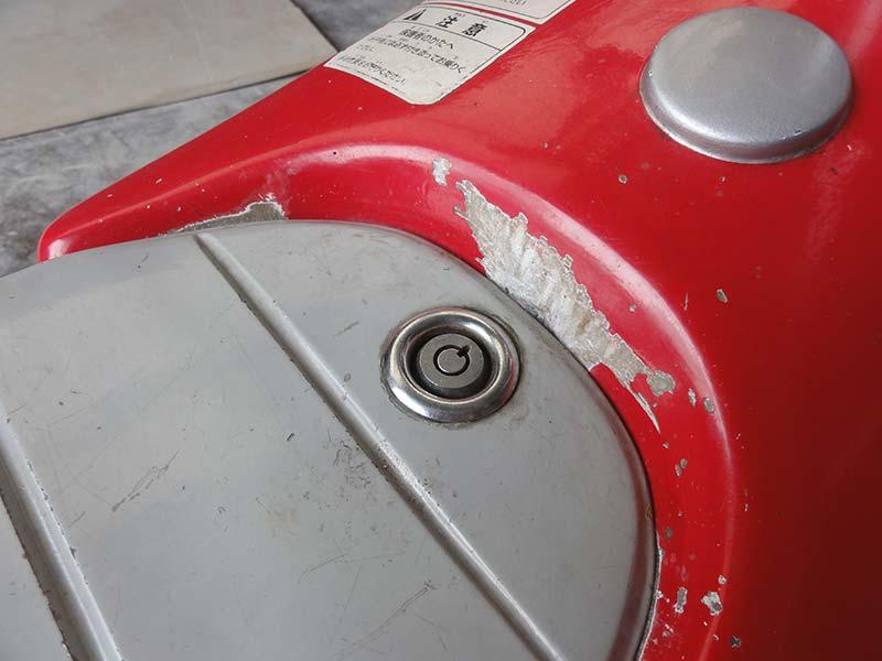 バッテリーカー塗装前のアップ。