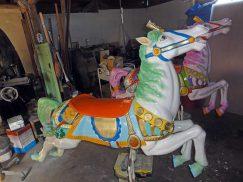 メリーゴーランドの馬の修理1
