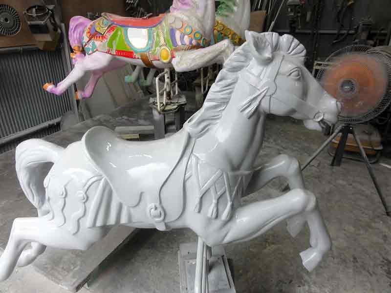 メリーゴーランドの馬の修理4