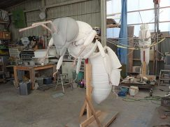 二ホンミツバチの巨大模型1