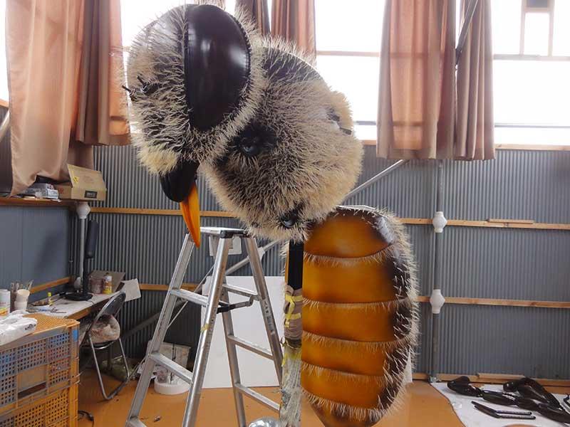 二ホンミツバチの巨大模型3