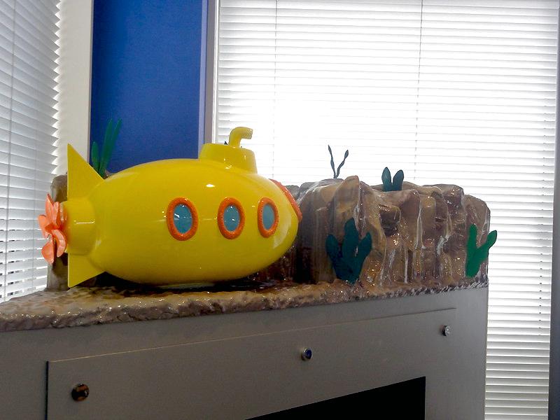 おもちゃ風潜水艦のオブジェ