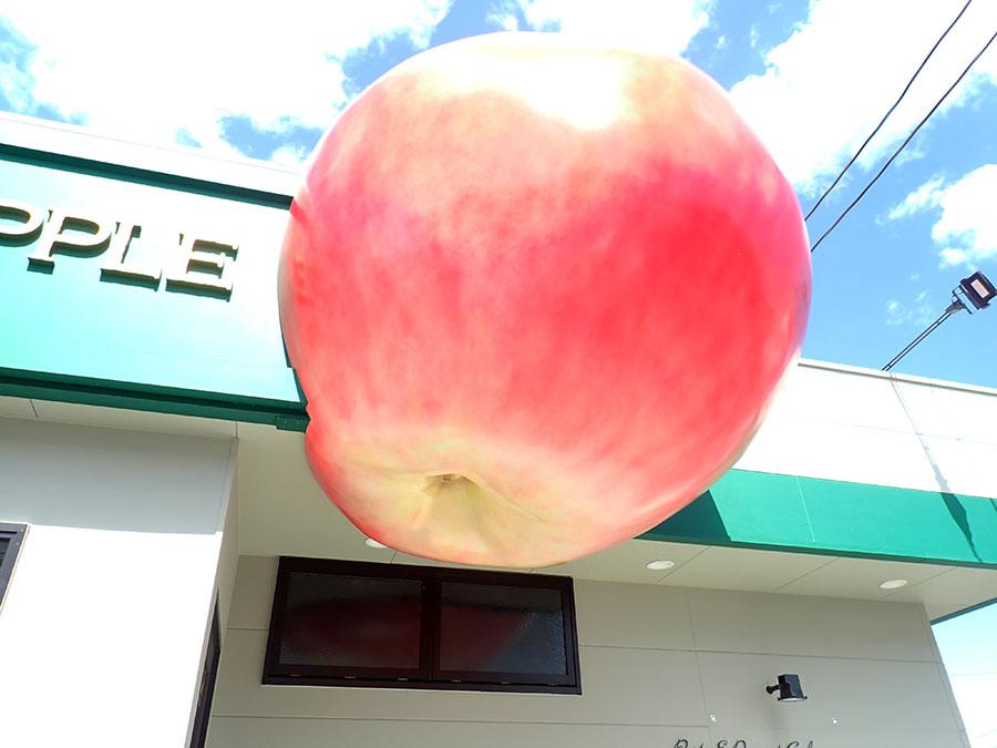 リンゴの立体看板2